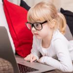 Sprawdź, kiedy udać się z dzieckiem do okulisty